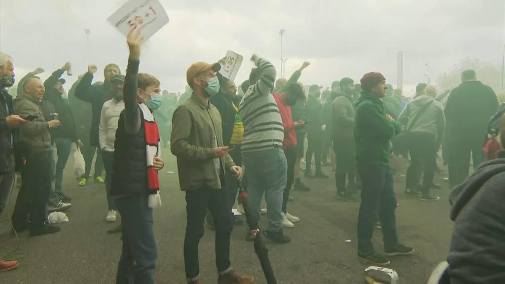 Manchester United-Fans stürmen Stadion