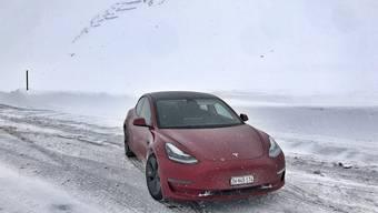 Dank Allradantrieb und gut funktionierender Heizung über die Wärmepumpe ist das Tesla Model3 der neuesten Generation uneingeschränkt Wintertauglich.