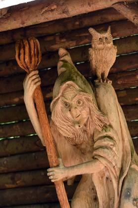 Die ehemalige Bürgerrätin Vreni Schultheiss spendete diese Hexenfigur von Künstler Christof Burkhardt zu ihrem Abschied aus dem Bürgerrat