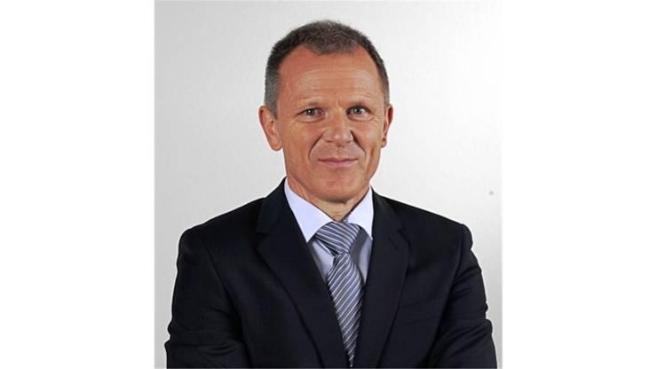 55 Jahre alt, der Elektroniker mit Berufsmatura wohnt seit 1982 in Urdorf und arbeitet als Leiter der schweizerischen Geschäftsstelle Polizeitechnik. Schafft er den Einzug in den Urdorfer Gemeinderat, wäre dies sein erstes politisches Amt.