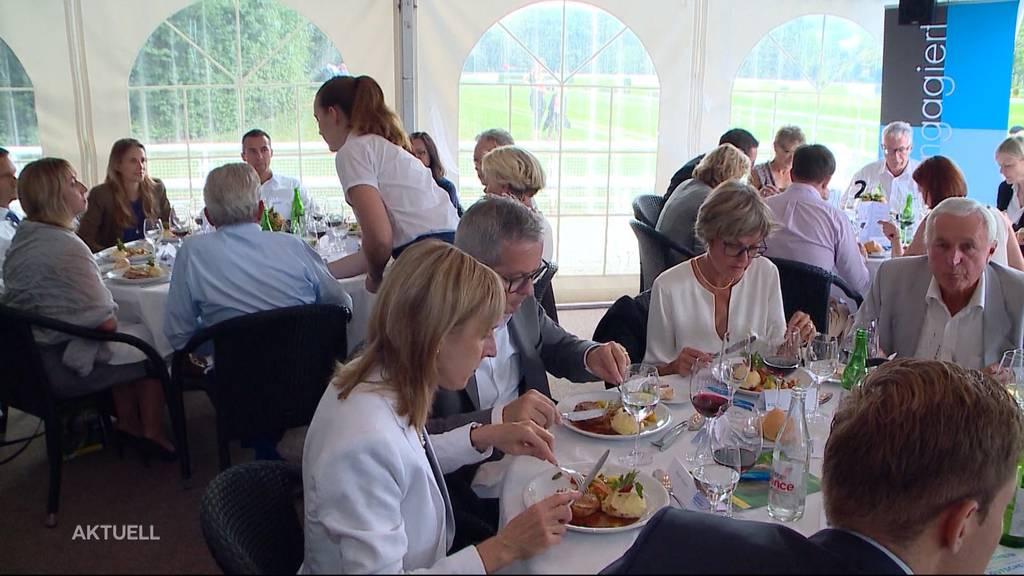 Unter Einhaltung von 2 Meter Abstand wieder mehr Gäste in Restaurants erlaubt