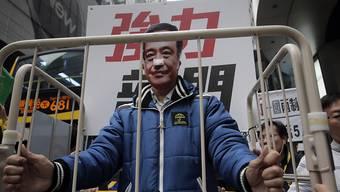 Das Verschwinden Lees hatte zu Protesten gegen den wachsenden Einfluss Chinas auf Hongkong geführt. Nun tauchte der Verleger im Fernsehen auf.