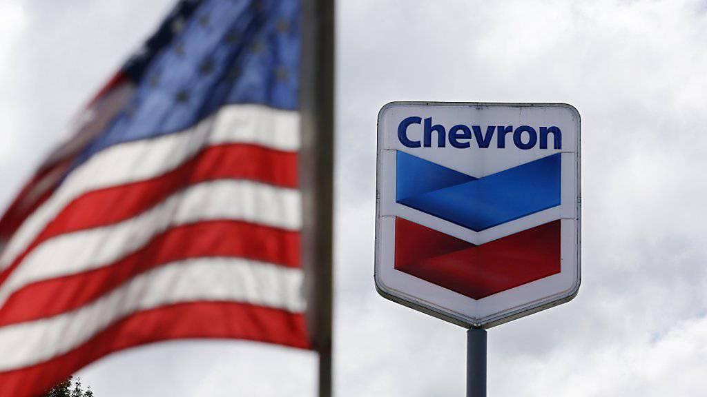 Der US-Konzern Chevron hat eine Reduktion der Investitionen im kommenden Jahr angekündigt. Grund ist der weiterhin tiefe Ölpreis. Andere Ölkonzerne sparen ebenfalls. (Archivbild)