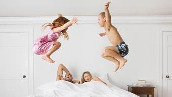 Erschöpfte Eltern, aktive Kinder – Dynamisan forte soll helfen. Getty Images