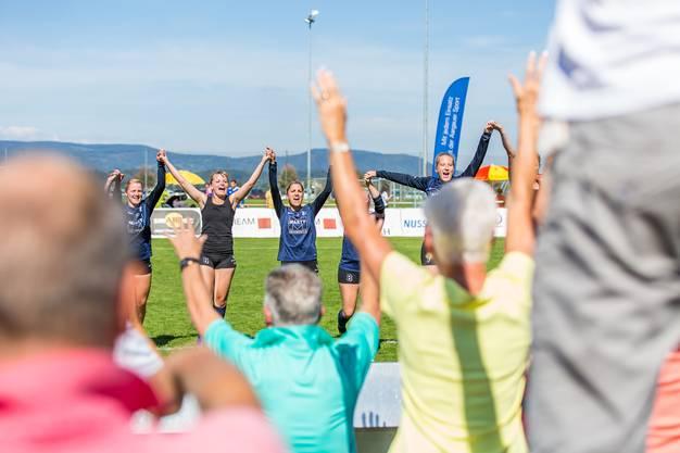 Die Jonerinnen feierten den Meistertitel mit ihren Fans