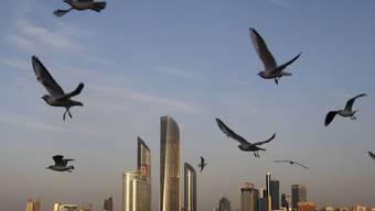 Die glänzende Skyline von Abu Dhabi in den Vereinigten Arabischen Emiraten täuscht über die Menschenrechtslage in dem Land hinweg. (Archivbild)