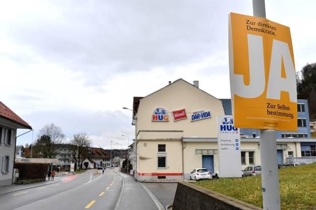 ... hingen an der Baslerstrasse noch Wochen danach zwei Plakate, die für ein Ja geworben haben.