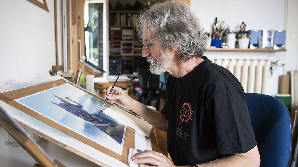 John Howe illustriert die Werke von J.R.R. Tolkien für Bücher, Kalender oder Filme. Die fantastischen Welten von Mittelerde faszinieren den Kanadier, der seine Wahlheimat in Neuenburg hat, seit seiner Kindheit.