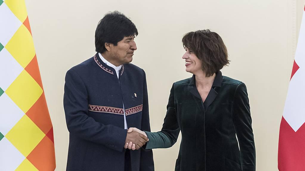 In Bolivien formieren sich Massenproteste gegen die Politik des sozialistischen Präsidenten Evo Morales. (Archivbild mit Doris Leuthard 2017 in Bern)
