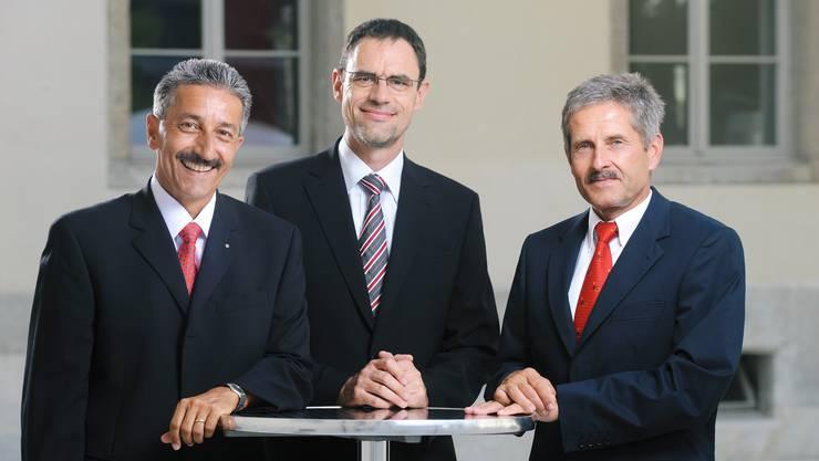 Kooperation Rektor Erich Leutenegger, Handelsschule KV Aarau, Peter Rüegger, Geschäftsführer KV Bildungsgruppe Schweiz, und Peter Bolliger, Leiter der Erwachsenenbildung vom KV Aarau, setzen die Zusammenarbeit um.