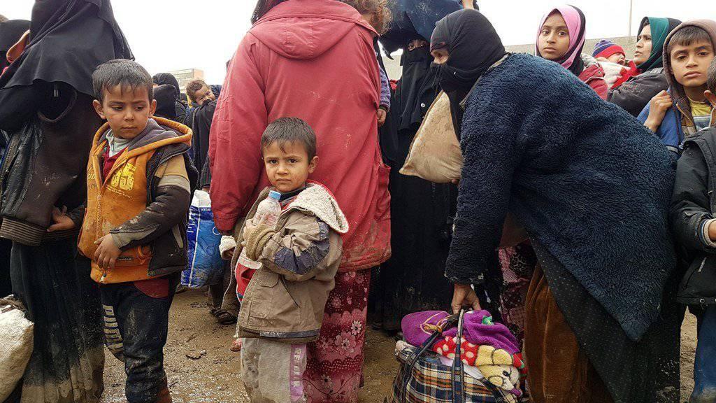 Zehntausende Zivilisten sind in den letzten zwei Wochen aus dem umkämpften Westen Mossuls geflohen. Viele der Menschen suchen in den Flüchtlingslagern rund um die Grossstadt Zuflucht.