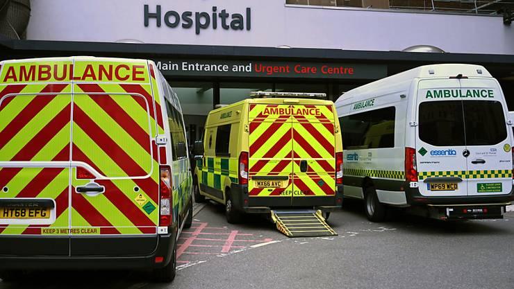 """Londoner Spitäler werden zunehmend von einem """"Tsunami"""" von schwerkranken Corona-Patienten überrollt. (Symbolbild)"""