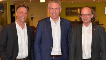 Alexander Wagner, Präsident der Vereinigung der Aargauer Sportjournalisten (VASJ), Landammann und Sportminister Alex Hürzeler sowie Wolfgang Rytz, Präsident der Jubiläumskommission der VASJ.
