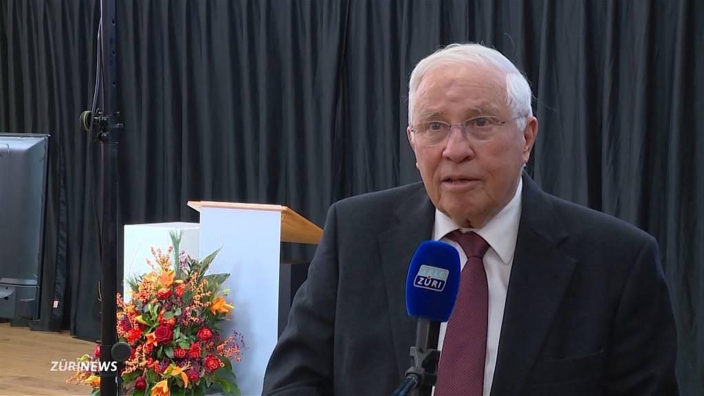 Christoph Blocher ehrt in seiner Rede einen ehemaligen SP-Bundesrat