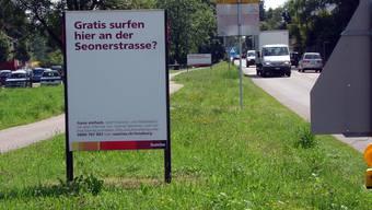 Auf Anwohner ausgerichtet: Sunrise-Plakat an der Lenzburger Seonerstrasse. (tf)