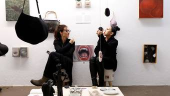Manu Wurch und Angela Lyn zeigen in der Freitagsgalerie ihre drei Jahre dauernde Kommunikation und wie sich durch diese künstlerisch inspirierten. bar