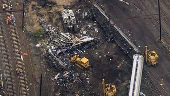 Amtrak - Schweres Zugunglück mit sieben Toten und mehr als 200 Verletzten in Philadelphia USA (13. Mai 2015)