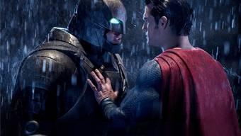 Für 21 Kinofilme standen Batman und Superman bereits Pate. Nun sind die beiden Superhelden erstmals gemeinsamin einem Streifen zu bewundern. Fox Warner