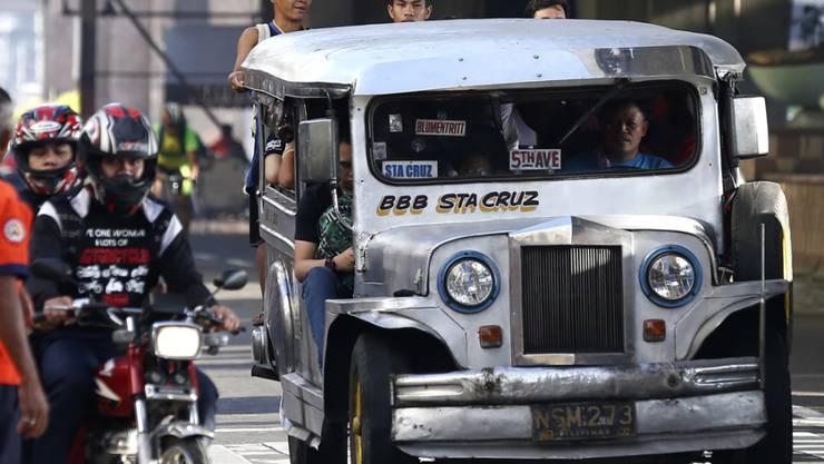 Die Sammel-Taxis gehören in Städten wie Manila zu den Grundsäulen des öffentlichen Nahverkehrs. (Archivbild)