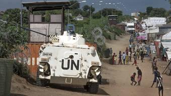 Eine UNO-Fahrzeug in einem Camp für Vertriebene im Südsudan. (Archiv)