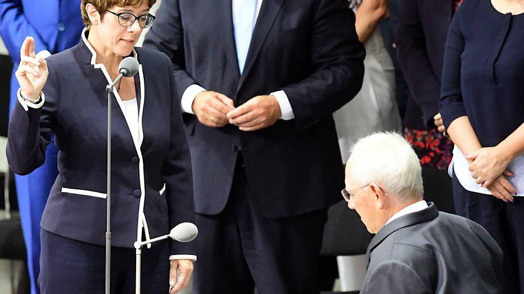 Kramp-Karrenbauer als Verteidigungsministerin in Berlin vereidigt
