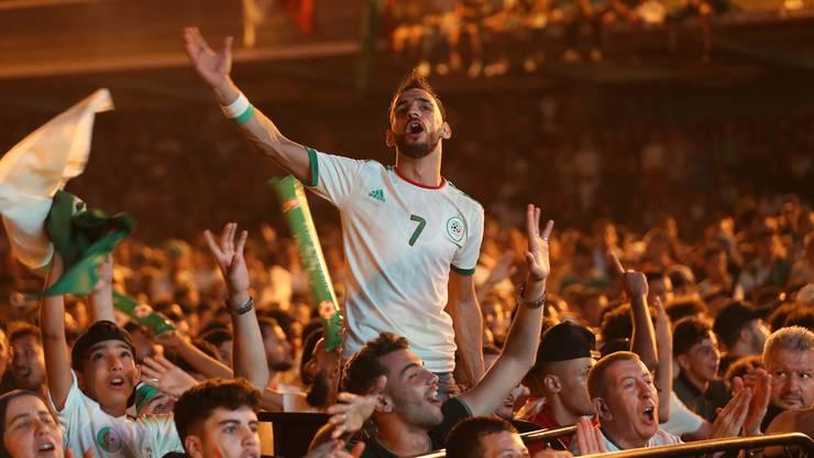 Folgenreicher Sieg am Africa Cup: Nicht immer blieb die Stimmung nach dem Finaleinzug von Algerien so friedlich wie hier auf diesem Bild.