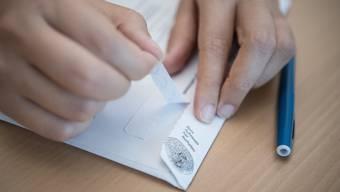 Seit dem 1. Juli 2019 dürfen Schweizer Gemeinden die Resultate von eidgenössischen Abstimmungen nicht mehr vor 12 Uhr publizieren.