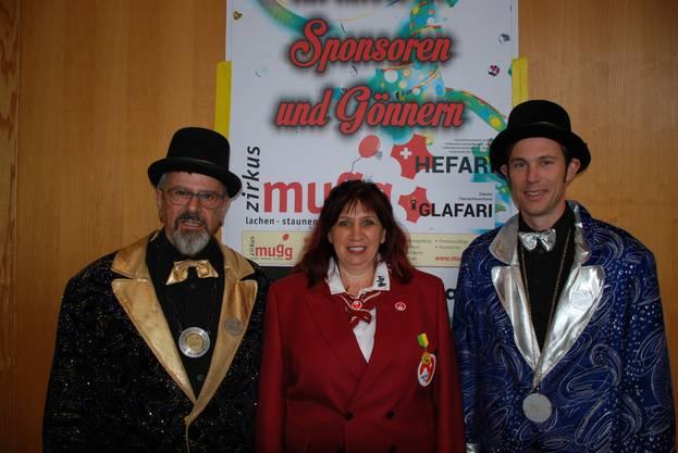 Ehren-Obernarr Werner Jäggi und Vize-Obernarr Andreas Orschel mit Ehren-Obernärrin und Hefari Vorstandsmitglied Susanne Scheidegger