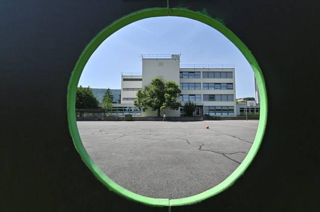 Mit der «flexi»-Variante soll das Problem grosszügiger gelöst werden. Ein Neubau rechts vom Schulhaus Neumatt soll Abhilfe schaffen.