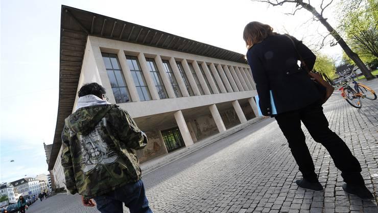 Im Fokus der aktuellen Diskussion: Die Uni Basel, hier das Kollegiengebäude am Petersplatz.