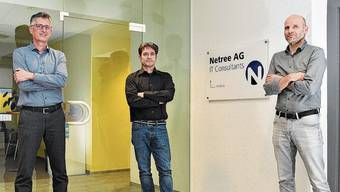 Sie führen die Netree AG im zwanzigsten Betriebsjahr (v.l.n.r.): Roland Häfliger, Geschäftsführer der Netree, mit den Firmen-Mitgründern Danilo Colussi und Daniel Bühlmann.
