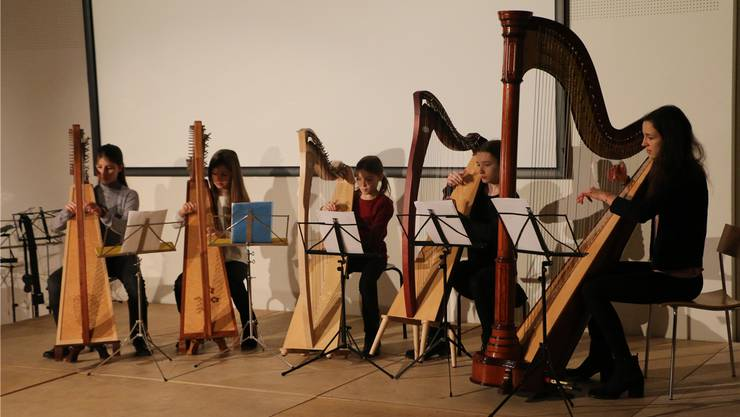 Die fünf Harfenistinnen der Musikschule Windisch überzeugten.