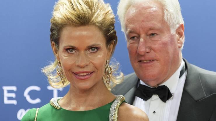 Jemand will Millionärs-Gattin Irina Beller (hier mit Ehemann Walter) Böses: Zumindest glaubt sie dies, nachdem der Pneu ihres Porsches aufgeschlitzt worden ist. (Archivbild)