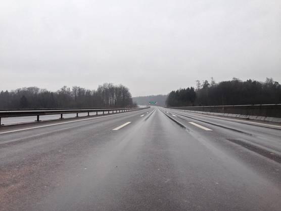 Die Autobahn A1 musste komplett gesperrt werden.