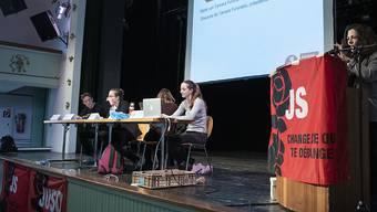 Die Jungsozialisten Schweiz haben an ihrer Jahresversammlung in Bümpliz BE die Nein-Parole zur AHV- und -Steuerreform sowie die Ja-Parole zur Verschärfung des Waffenrechts beschlossen.