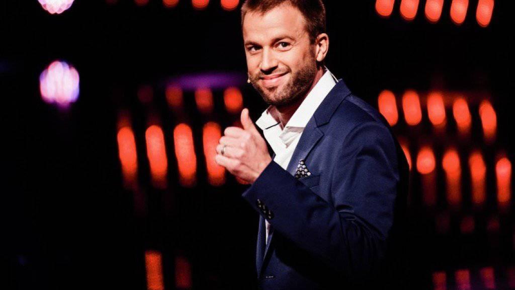 """Sagt Ja zu Schweizer Talenten und Freund Michi: """"Die grössten Schweizer Talente""""-Juror und Komiker Jonny Fischer (Bild SRF)"""