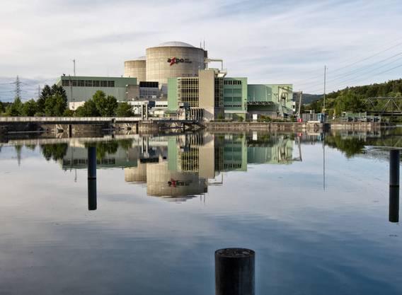Blick auf das Kernkraftwerk Beznau, welches aus zwei identischen Blöcken (Beznau I und II) besteht. Beznau II ist seit 1971 in Betrieb.