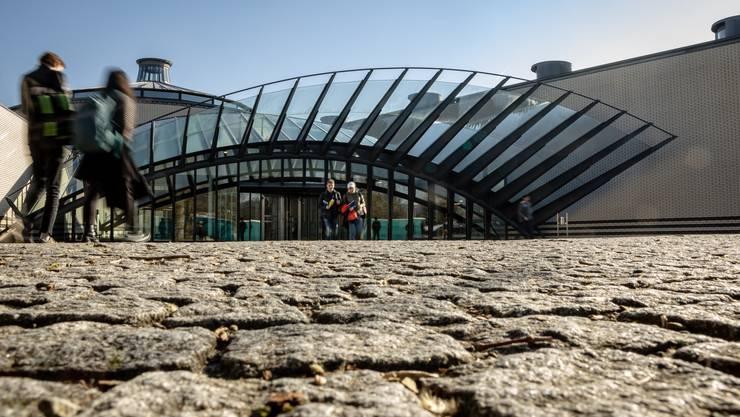 Das Bevölkerungswachstum bedingt zwei neue Kantonsschulen. Im Bild der Calatrava-Eingang der Kanti Wohlen.