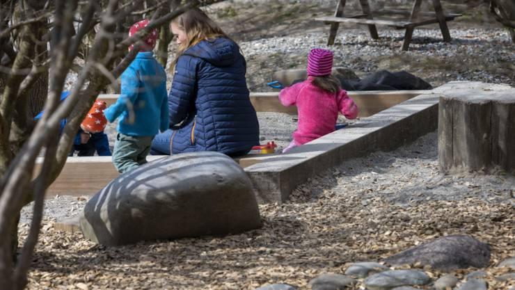 Das schöne Wetter lockt viele Winterthurerinnen und Winterthurer an die frische Luft. Dabei werden die Abstandsregeln zunehmend nicht eingehalten. (Symbolbild)