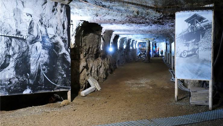 Angenehm kühl ist es im ehemaligen Eisenbergwerk Herznach, das heute ein Museum ist.