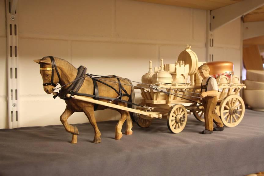 Prachtsstück: Lediwagen mit Senn und vorgespanntem Pferd. (Bild: Angela Müller/FM1Today)