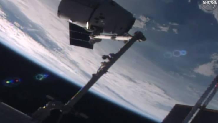 Die Versorgungskapsel beim Andocken an die ISS.