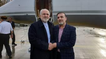 Irans Aussenminister Mohammed Dschawad Sarif mit dem freigelassenen iranischen Professor Massud Soleimani am Flughafen Zürich.