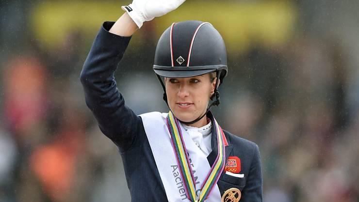 Charlotte Dujardin mit Gold um den Hals