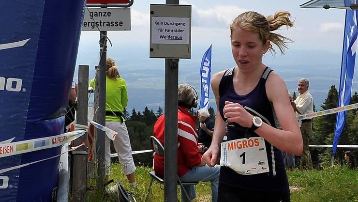 So soll es sein: Martina Strähl läuft mit der Nummer 1 auf dem Untergrenchenberg ein – hier bei ihrem Sieg 2012.