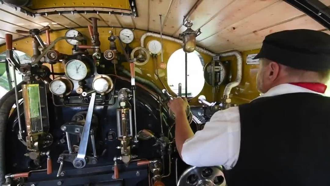 """Jungfernfahrt der """"Vietnam-Lokomotive"""""""