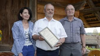 Irene Isch, Präsidentin Kulturkommission Bucheggberg überreichte Robert Flückiger den Preis. Hans Neeracher hat  Laudatio gehalten.