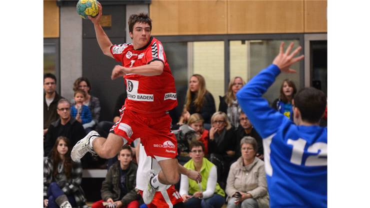 Florian Leitner (links, Endingen) gegen Goalie Nicolas Gautschi (rechts, Zofingen).