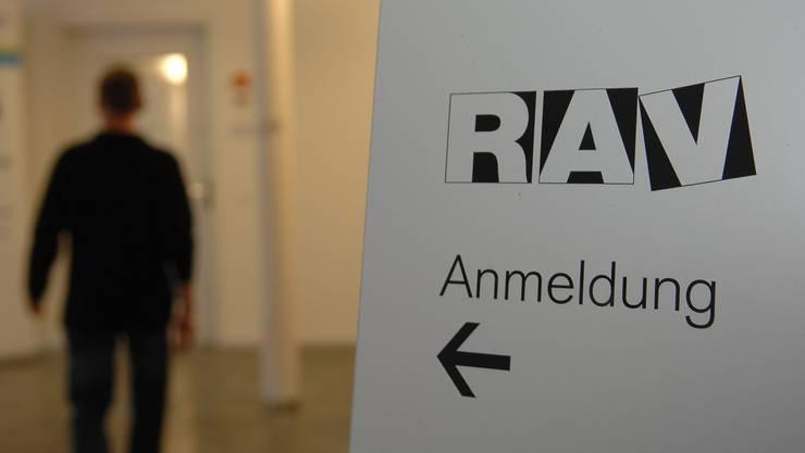 Die Zahl der registrierten Arbeitslosen bei den sieben RAV ist stark gestiegen.