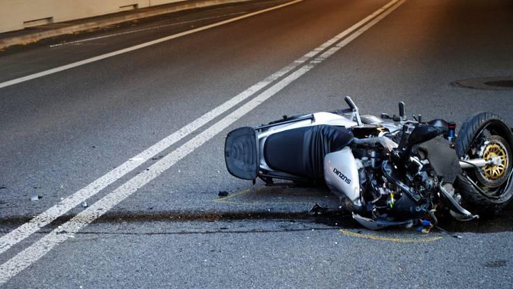 Mit seinem 50-Kubikmeter-Motorrad verunfallte der junge Dominic Badrutt. (Symbolbild)